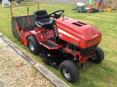 Mobile Mechanic: Westwood S1300 - Ride on lawn mower cutting deck