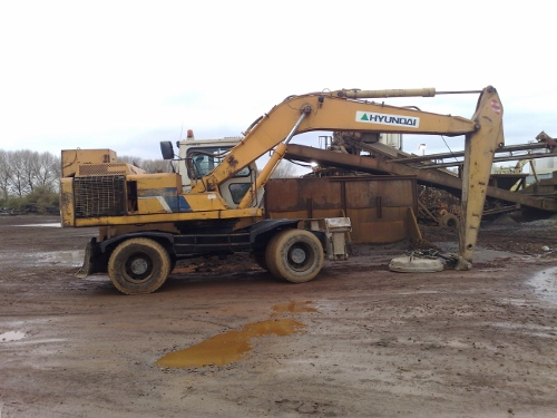 Mobile Mechanic: Hyundai Wheeled Excavator